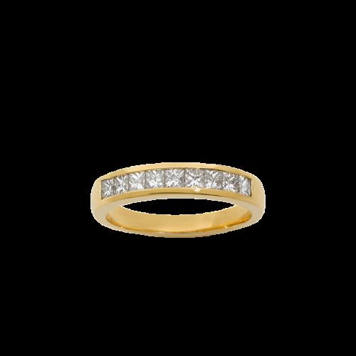 Alliance en or jaune 18 carats, demi-pavée de 9 diamants de taille princesse.