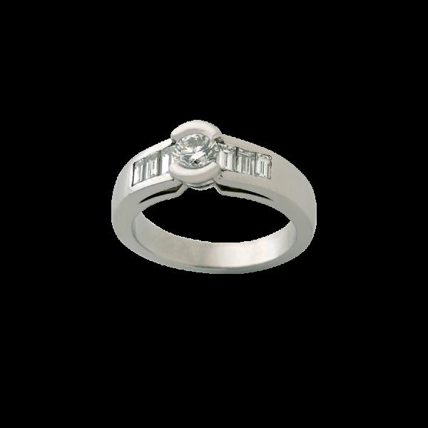 Bague en or blanc 18 carats avec un diamant de taille brillant, entouré de diamants de taille baguette.