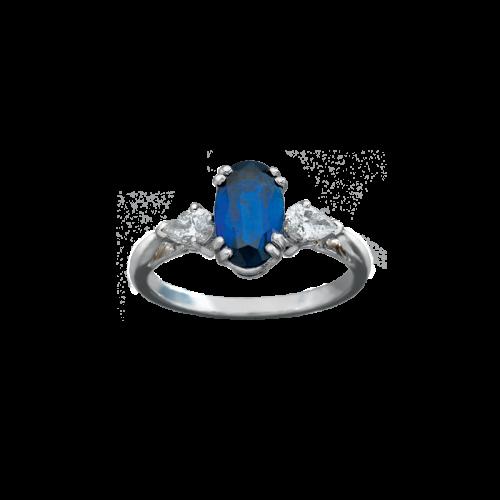 Bague en or blanc 18 carats et platine sertie d'un saphir ovale entouré de deux diamants taille poire.