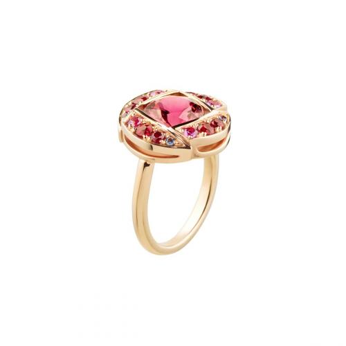 Bague demi-lune en or rose sertie d'une rubellite couleur framboise, entourée de spinelles, saphirs roses, saphirs violets et rubis.