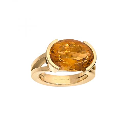 Bague or jaune 18 carats style chevalière sertie d'une citrine ovale.