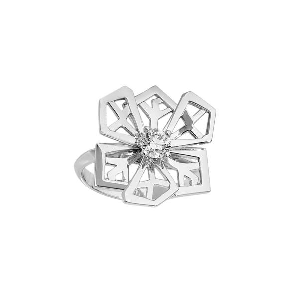 """Bague """"Fleur de cristal"""" en or blanc 18 carats sertie d'un diamant de taille brillant."""