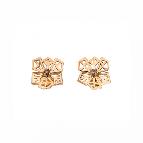 """Paire de boucles d'oreilles """"Fleurs de cristal"""" en or rose 18 carats serties de deux diamants chocolats tailles brillants."""