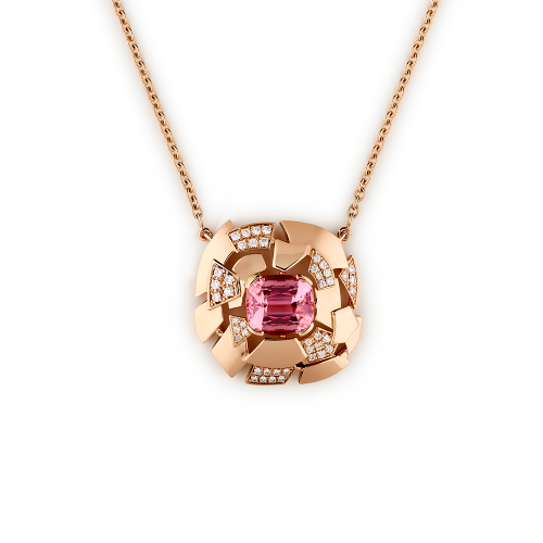 Pendentif en or rose 18 carats, motif central serti d'une Tourmaline rose et semi-pavé de diamants.