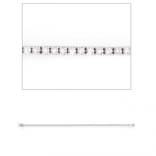 Le bracelet Rivière de diamant est composé de 71 diamants. Chacun d'entre eux est taillé brillant ce qui leur apporte un éclat vif. La rivière, d'une longueur de 16.5 cm, apportera à votre poignet élégance et raffinement en toute occasion. La pureté et la blancheur de ces diamants sont de belle qualité.