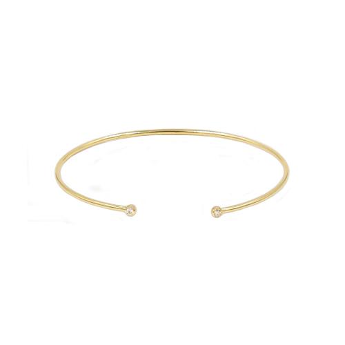 Bracelet jonc rigide ouvert en or jaune 18 carats serti de 2 diamants de taille brillants. Le poids des diamants est de 0.06 carat. Le poids d'or est de 4.20 grammes. Référence BPLA3023.